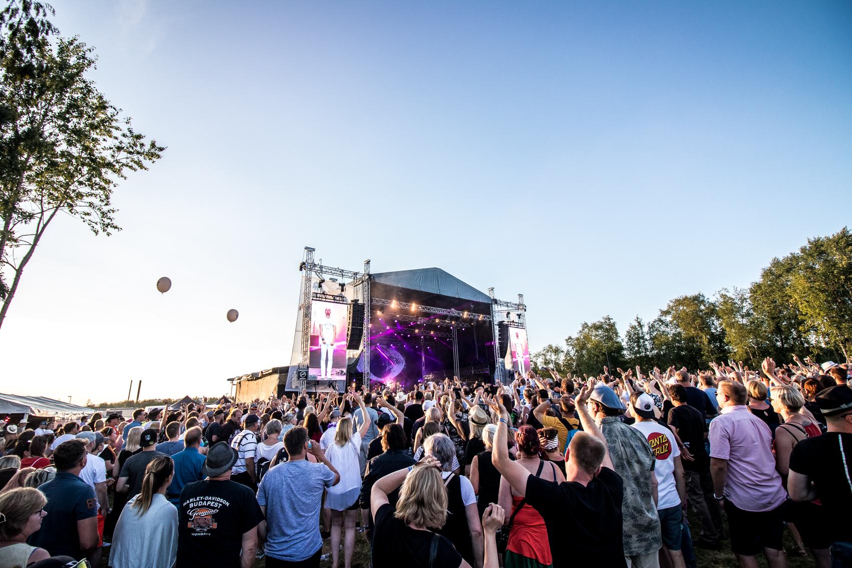 Suomipop Festivaali Pohjois-Pohjanmaan komein aikuistenfestivaali